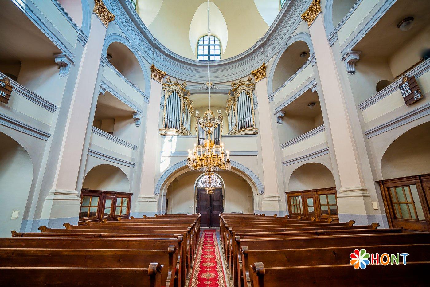 Interiér evanjelického kostola v Banskej Štiavnici
