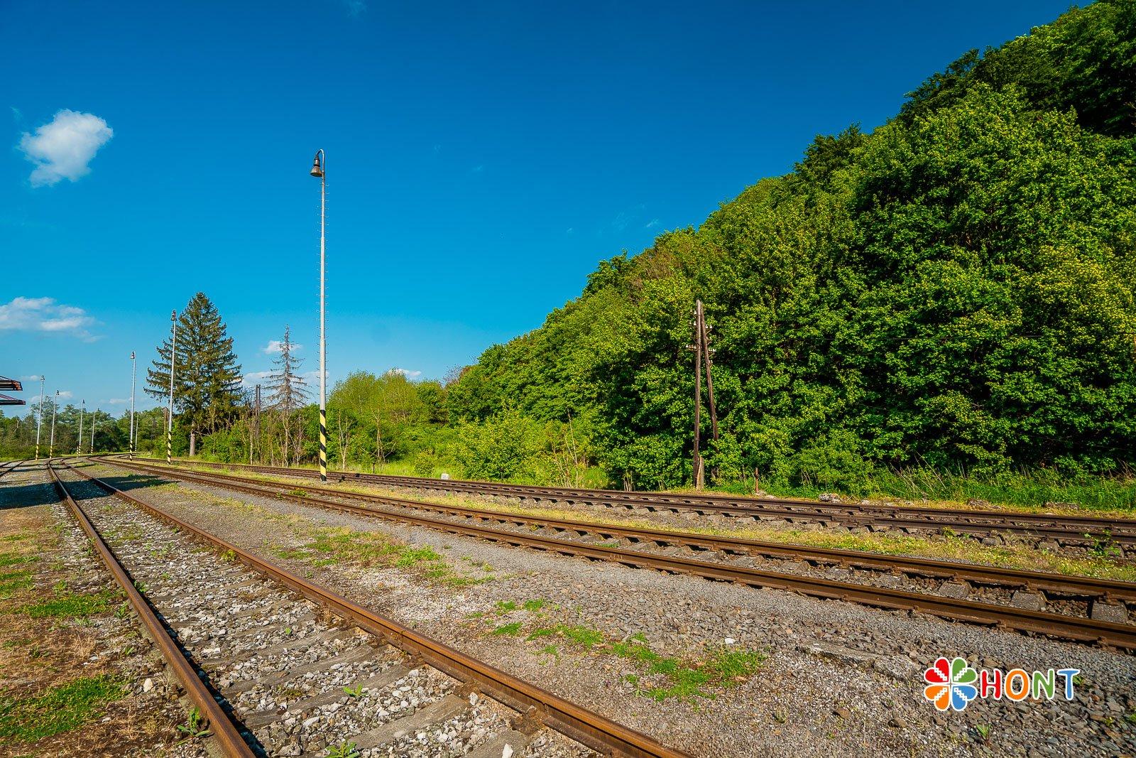 Železničná trať Hontianske Tesáre
