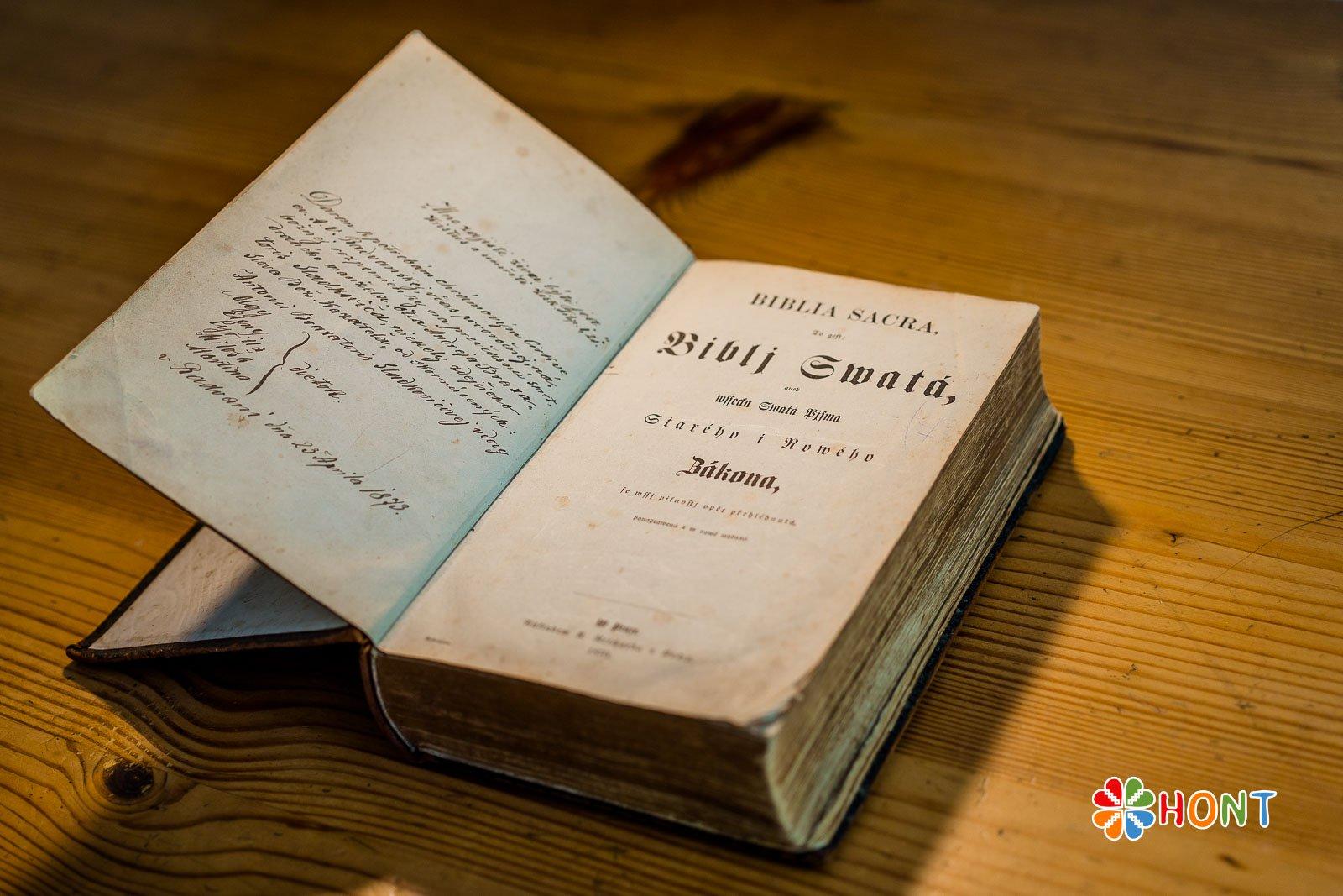Biblia, ktorá patrila A. Sládkovičovi