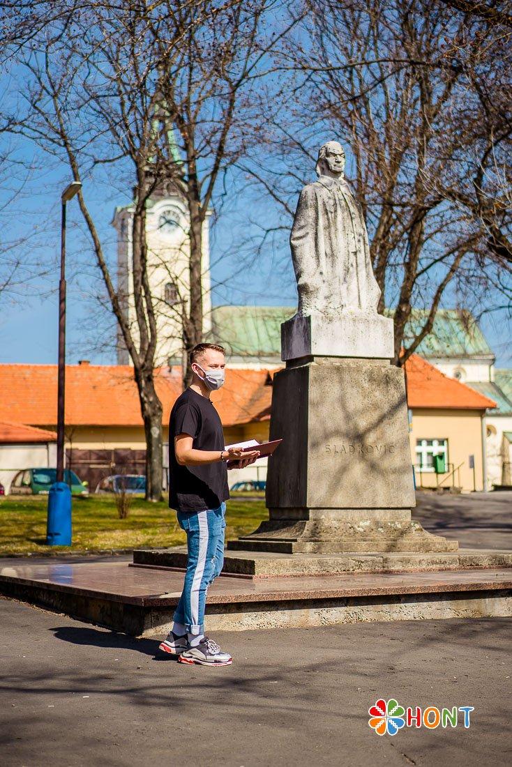 Recitovanie pri soche A. Sládkoviča v Krupine